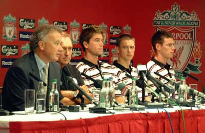 Rick Parry, Gerard Houllier, Harry Kewell, Anthony Le Tallec & Steve Finnan